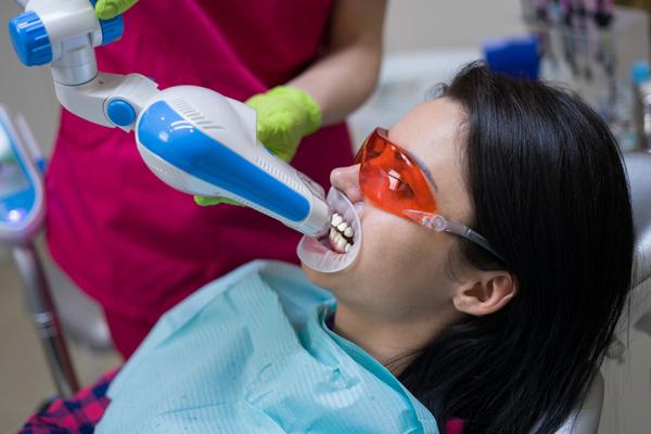 中台寿一歯科医院 ホワイトニング 照射