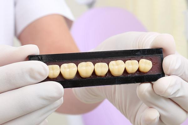 中台寿一歯科医院 入れ歯・ブリッジ・インプラント 人工歯